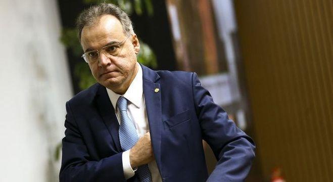 Estados e municípios devem entrar na reforma apenas em plenário, diz relator