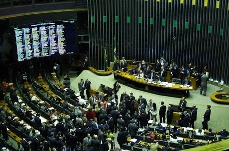 Sessão da Câmara para a votação dos destaques