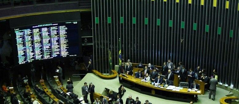 Deputados se reuniram nesta sexta-feira para votar destaques ao texto da proposta da reforma da Previdência, aprovado na quinta-feira