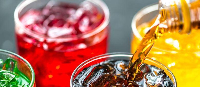 Pesquisa inclui bebidas açucaradas como os refrigerantes e sucos de fruta
