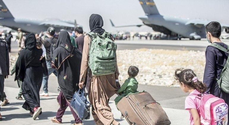 Operações de retirada de estrangeiros e afegãos serão encerradas em 31 de agosto