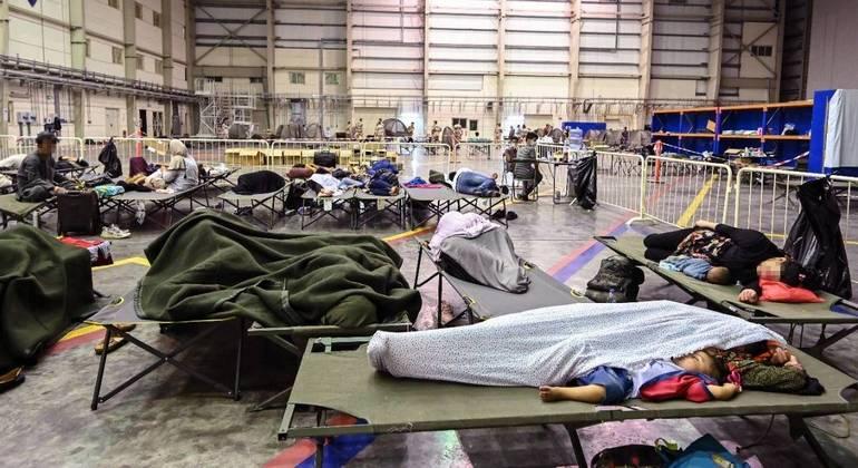 """Refugiados aguardando para serem retirados do Afeganistão como parte da missão francesa """"Apagan"""""""