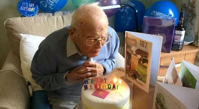 Parabéns, Reg! Veterano da Segunda Guerra celebrou 107 anos em meio à quarentena
