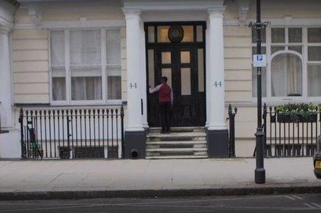 'Na segunda porta que bati, uma senhora falou comigo pelo interfone, abriu a porta e me convidou para entrar', lembra o jovem