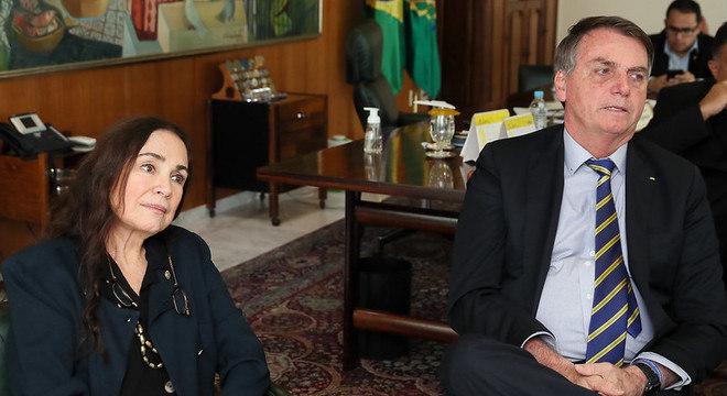 Na imagem, Regina Duarte em reunião com Jair Bolsonaro