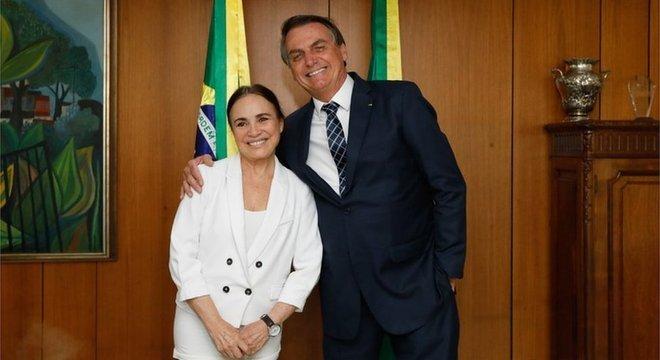 Anúncio da saída foi feito em vídeo em que a atriz aparece ao lado do presidente e divulgado nas redes sociais