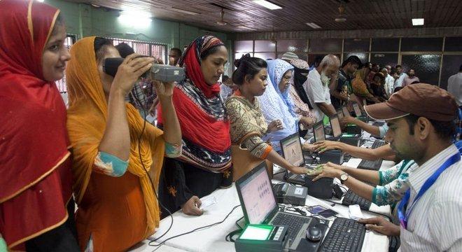 Bangladesh fez extensa compilação de dados biométricos sobre seus habitantes, sem os não se pode obter passaporte ou carteira de motorista, nem mesmo um cartão SIM para o seu telefone