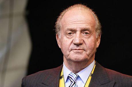 Rei Juan Carlos I ocultou dinheiro em bancos suíços