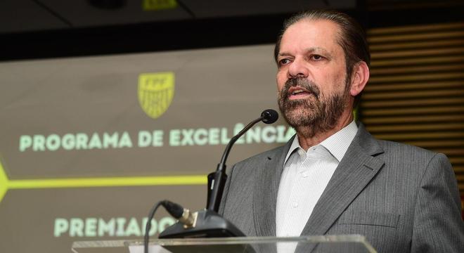 Reinaldo exigiu da CBF. Paulista decidido no campo