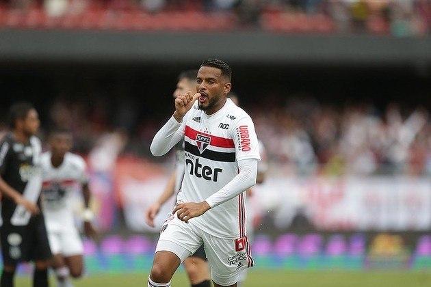 Reinaldo - Outro que ainda continua no grupo é o lateral-esquerdo. Ele chegou no São Paulo em 2013, mas foi emprestado para Ponte Preta e Chapecoense, até se firmar no Tricolor. Já fez 251 jogos com vinte gols marcados.