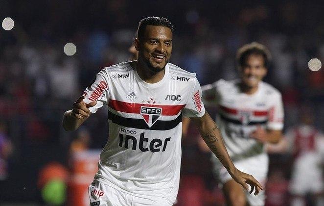 Já no início de outubro, empatou novamente por 1 a 1, mas dessa vez contra o Coritiba, com gol de pênalti de Reinaldo