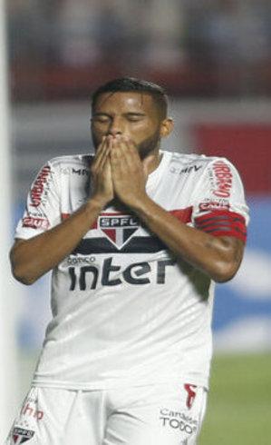 Reinaldo lamenta gol perdido