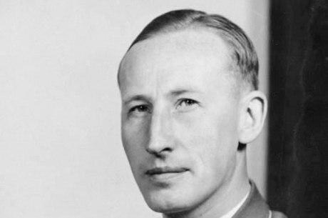 Heydrich foi morto após um atentado executado pela então resistência tchecoslovaca; seu carro foi alvo de uma emboscada