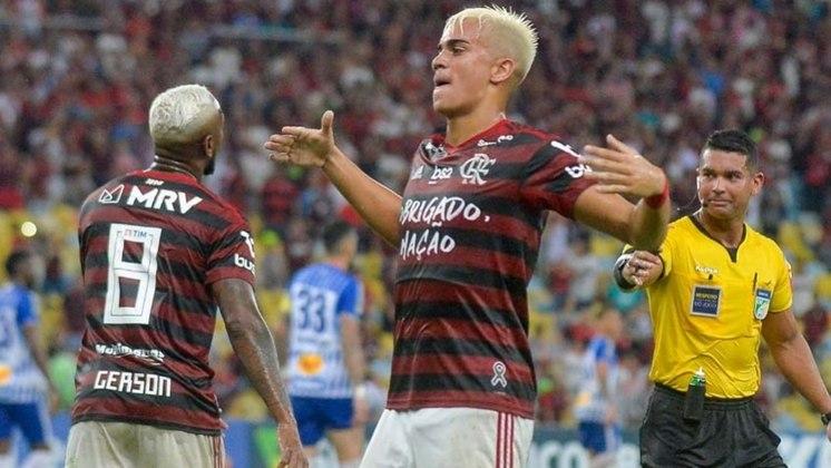 Reinier estreou profissionalmente pelo Flamengo em julho de 2019, com 17 anos. Chegou ao Real Madrid nesta temporada e está atuando no Castilla, a equipe B do time merengue.