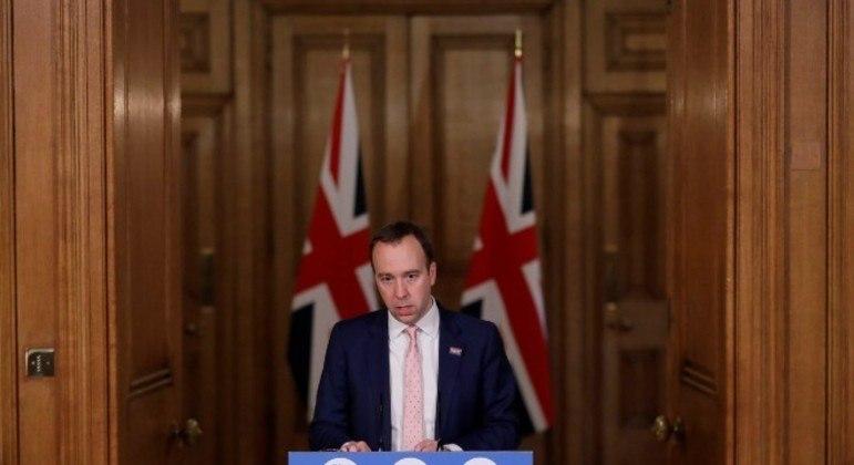 Governo britânico amplia restrições para conter nova variante do coronavírus