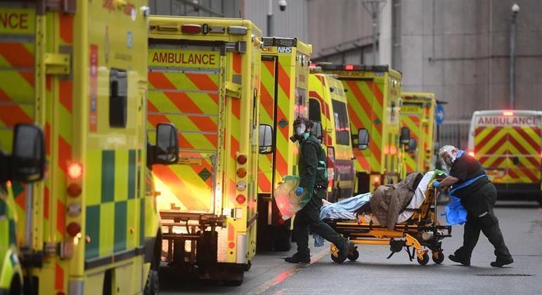 Desde o início da crise, Reino Unido registrou 82.624 vítimas de covid-19