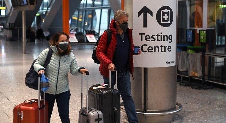 Reino Unido anuncia medidas para permitir que britânicos voltem a viajar após longo inverno de confinamento