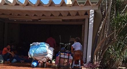 Famílias deixaram casa após reintegração de posse