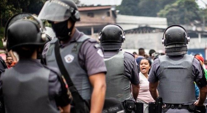 Houve confronto entre os manifestantes e policiais no início na manhã