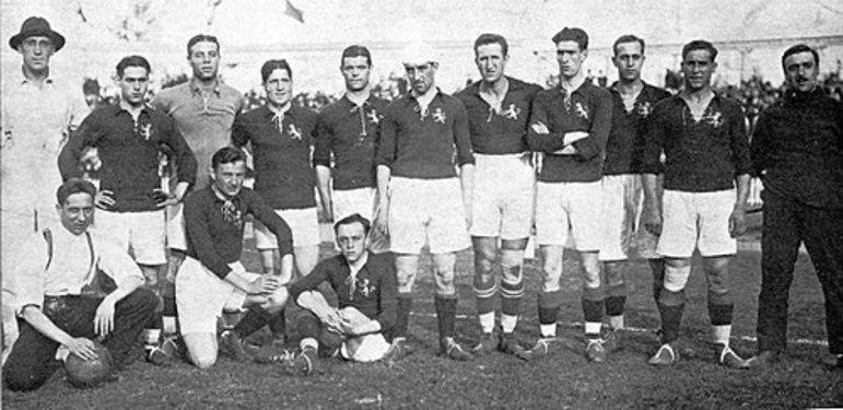 Relatos dão conta de que o Barão era contrário à presença de esportes coletivos nos Jogos por entender que era para atletas individuais. Só que logo cedo o futebol entrou no cardápio.