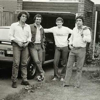 Relíquia de Galvão: Inglaterra em 83 com Sergio Mota, Reginaldo Leme e Ayrton Senna (Foto: Reprodução/Instagram}
