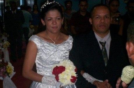 Relma e Henrique no dia do casamento, em 2012