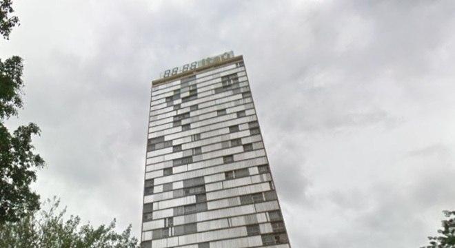 Relógio fica em cima de prédio desenhado por Oscar Niemeyer