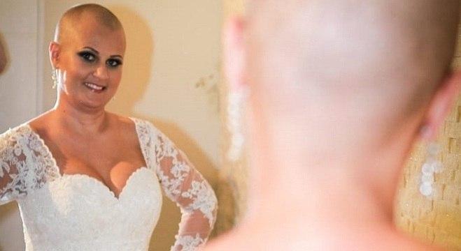 Renata no dia do casamento, antes de colocar a peruca e o véu