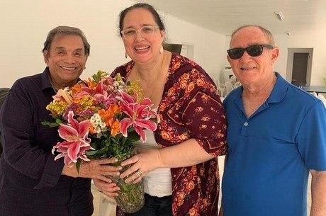 Mulher de Renato Aragão foi presenteada com flores