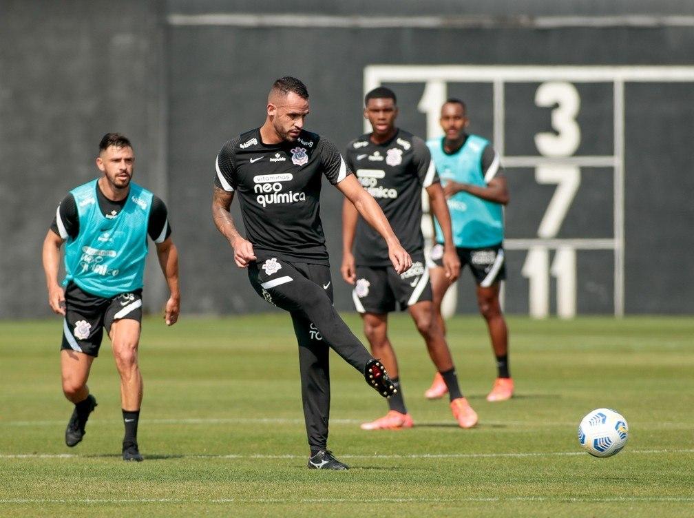 Renato Augusto e Giuliano. Mesmo sem ritmo. Técnico os quer contra o Santos no domingo