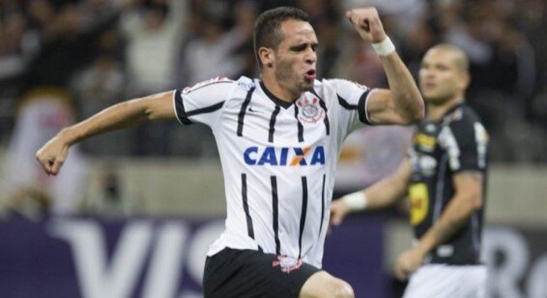 Renato Augusto segue negociando com o Corinthians. É uma negociação complicada