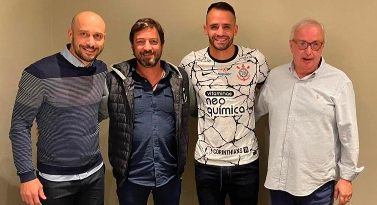Foram meses de negociação. Mas, depois de cinco anos, Renato Augusto voltou ao Corinthians