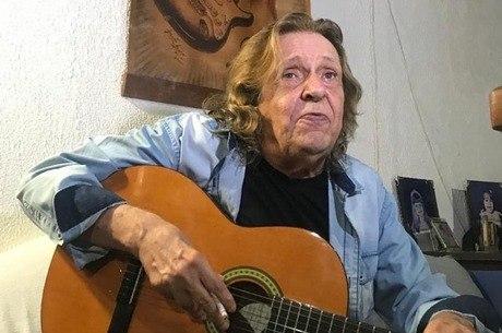 Renato Barros, líder do banda Renato e Seus Blue Caps