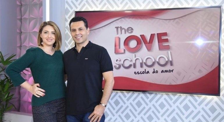 Cristiane e Renato Cardoso comandam o The Love School aos sábados, a partir do meio-dia, na Record TV