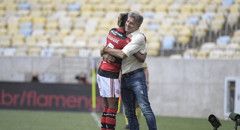 Ao abraçar Bruno Henrique, comemorando o segundo gol, Renato sabia. O jogo estava decidido