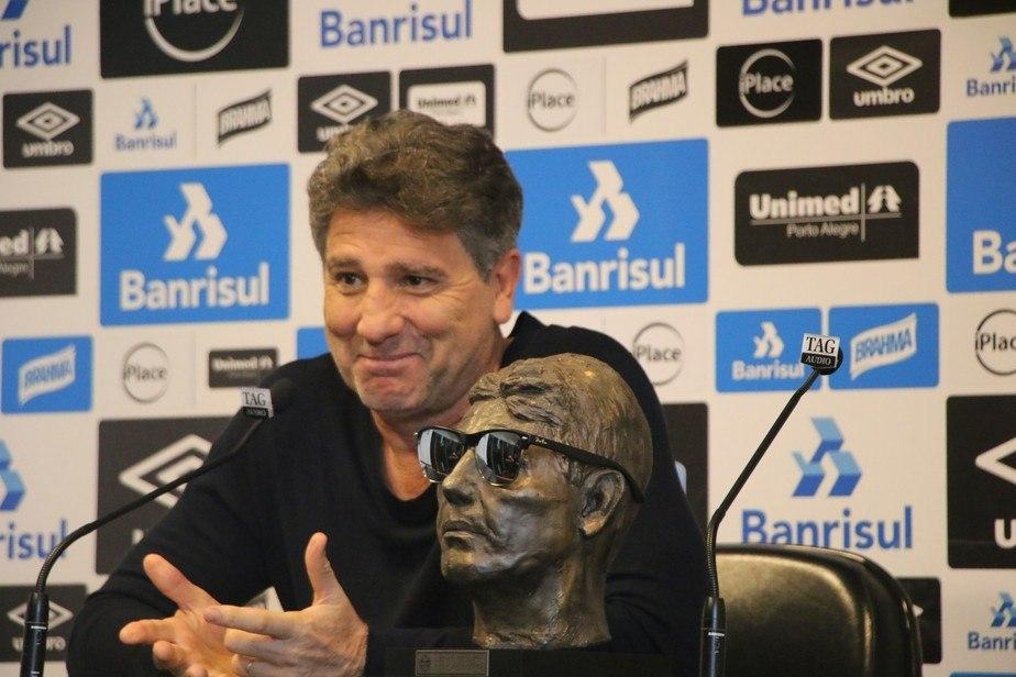 Pressionado, Renato Gaúcho sempre reage mostrando seus feitos. Desde jogador