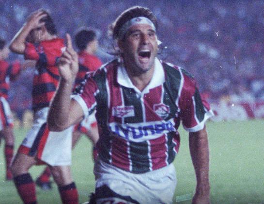 Renato Gaúcho, atual técnico do Grêmio, era jogador do Fluminense em 1997. Ele decidiu não se reapresentar ao clube por conta de uma dívida de R$ 1,1 milhão e, com isso, foi para São Paulo, chegou a ser apresentado pelo Tricolor paulista, mas nunca defendeu a camisa do clube. O Flu pagou o valor e ele retornou ao clube.