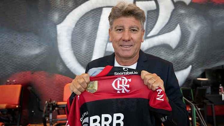 Renato Gaúcho é atualmente o técnico do Flamengo, mas ele já poderia ter sido comandante da equipe rubro-negra alguma vezes no passado. Em 2018, Renato agitou o mercado ao demorar para acertar sua renovação com o Grêmio. O Flamengo queria o técnico para comandar a equipe.