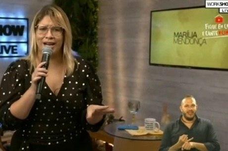 Renato fez tradução do show de Marília Mendonça
