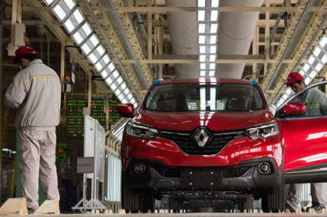 Renault diz que crise a obrigou a demitir