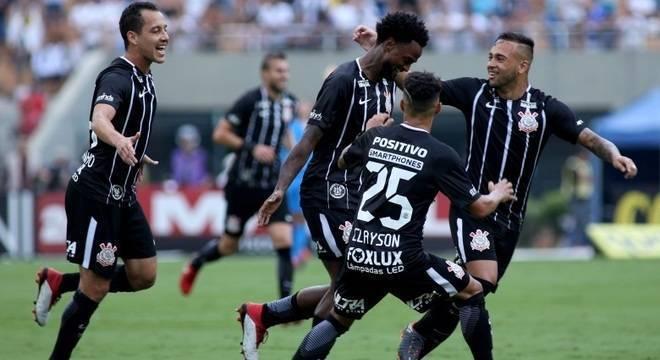 Corinthians marcou primeiro. Mas tomou um sufoco do Santos. Empate injusto