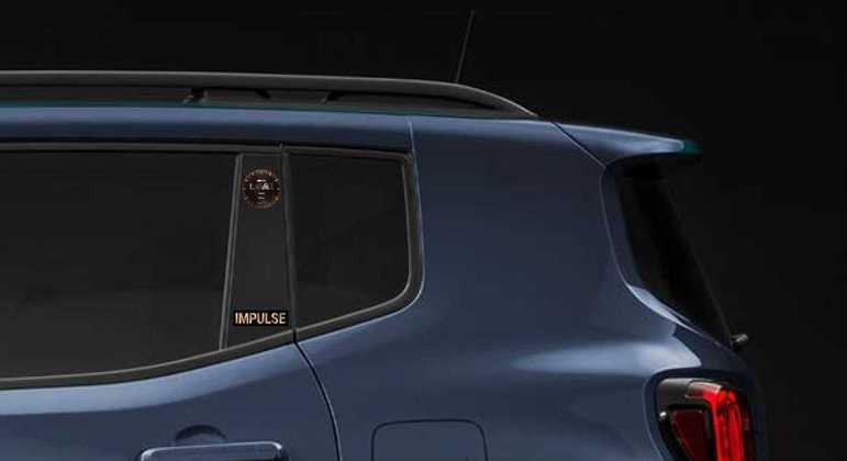 De série o SUV chega equipado com sistema keyless, espelhos retrovisores elétricos dobráveis e porta-objetos sob o banco e mais