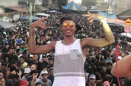Rennan da Penha em show no Baile da Gaiola