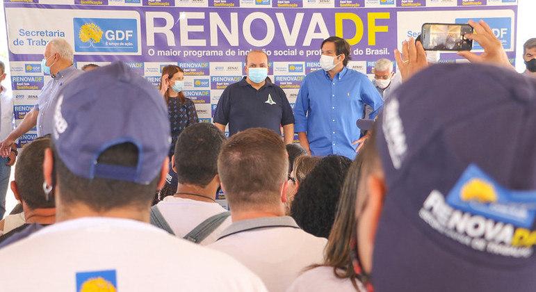 Mais 500 alunos de cursos de capacitação do Renova-DF vão atuar em reparos de 20 equipamentos públicos de São Sebastião