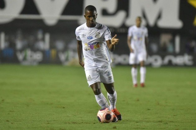 Renyer - Clube: Santos - Posição: atacante - Idade: 18 anos - Jogos no Brasileirão 2021: 0 - Situação no clube: perdeu espaço com o novo treinador (Diniz) e concorrência forte na posição.