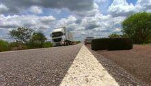 Caminhoneiros interditam trechos da rodovia Presidente Dutra
