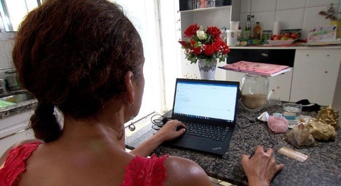 Golpistas criam perfis falsos na internet para iludir mulheres