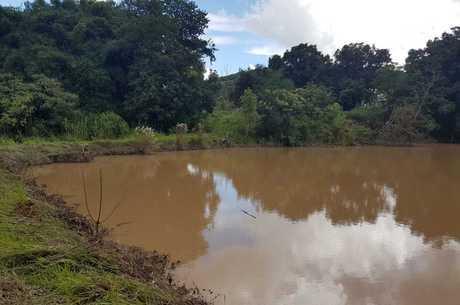 Represa fica dentro de fazenda em Florestal (MG)