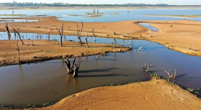 Lago da represa da hidrelétrica de Marimbondo, em Guaraci, interior de SP
