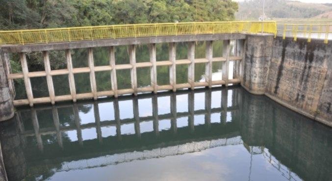 Vista da Represa de Mairiporã (SP), com o volume menor que o normal para esta época do ano